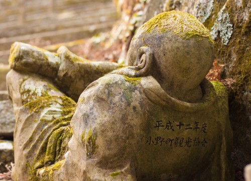 Todosan Manpukuji temple is famous for Showa Rakan, made me feel overwhelmed by the variety, and beauty of the statues strewn across the mountainside.
