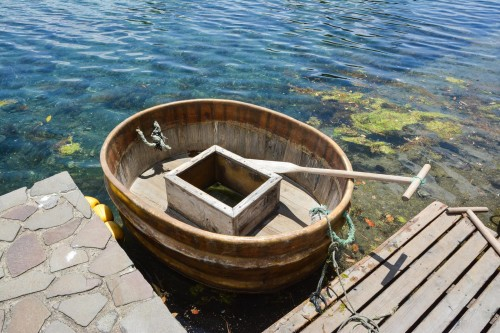 An especially unique feature of Sado Island is the tub boat (called tarai-bune in Japanese), a type of old Japanese fishing boat.