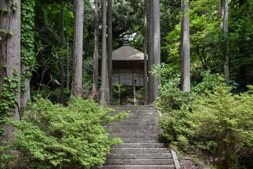 Rengebuji temple(蓮華峰寺) was founded by Kukai (Kobo Taishi, who is a founder of Shingon Buddhism) around 806.