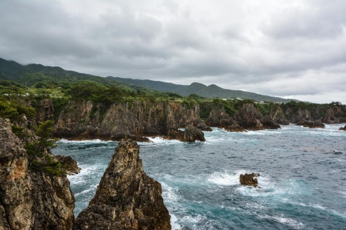 Senkakuwan Bay on Sado island offers a wild landscape of rocks eroded by the sea.