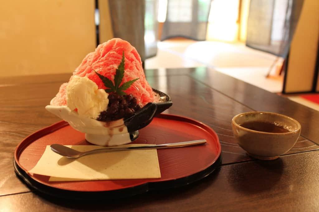 Ichigo (Strawberry) Shaved Ice and Tea.Kitsuki is a castle town in the Oita Prefecture, Kyushu.
