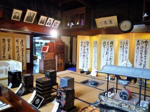 Folding screens inside Kikkawa. Murakami.