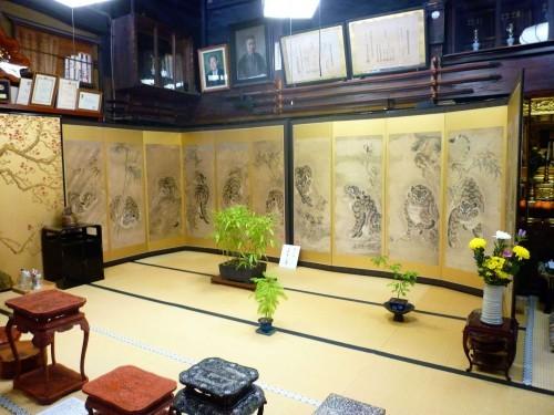 Folding screens at Kokonoe-en, Murakami.