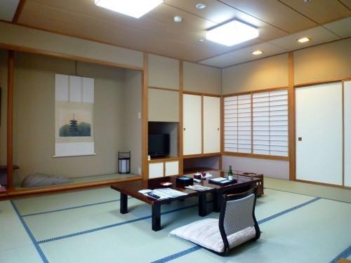 Room at Taikanso ryokan in Senami Onsen (Murakami).