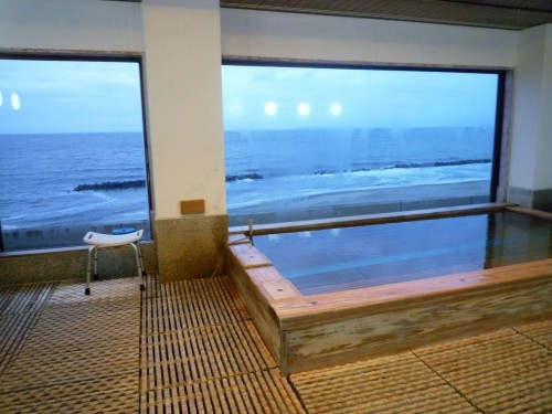 Onsen hot spring bath with a view of the ocean at Senami Onsen (Murakami).