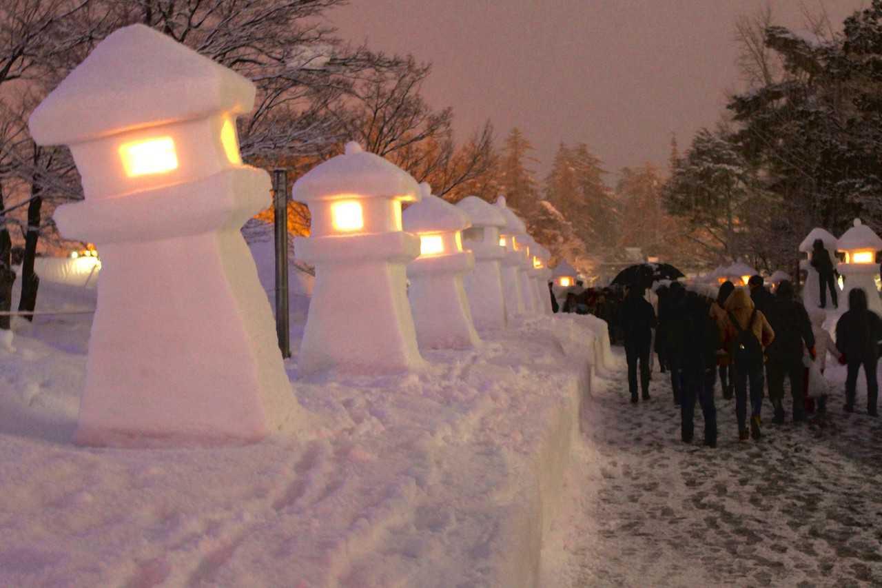 Festival in Snow: Uesugi Snow Lantern Festival