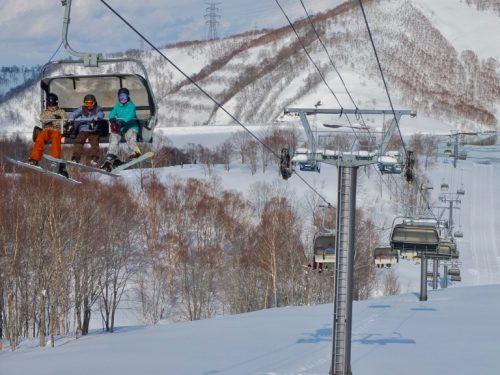 Enjoy Skiing at Kagura, A Ski Resort Surrounded by Nature Right Near Naeba