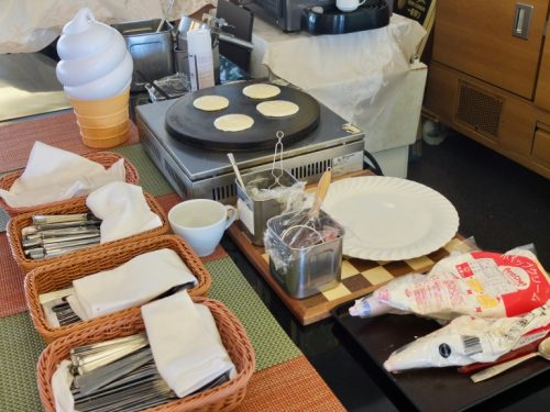 Making Pancakes While you wait at the Restaurant Azalea, Naeba Prince Hotel.