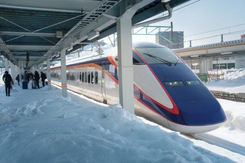 Yamagata Shinkansen runs through snow from Tokyo Station