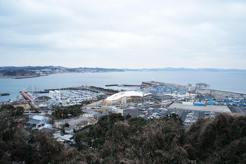 Vue panoramique du port d'Enoshima (jour)