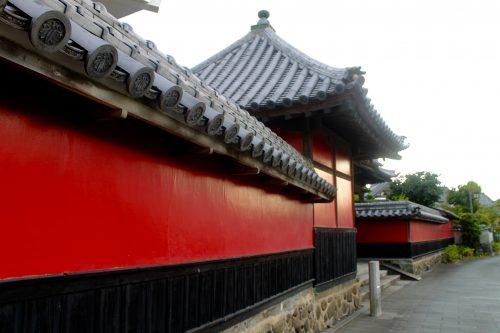 Nakatsu Walking Tour Gogan-ji Temple Nakatsu Red Wall