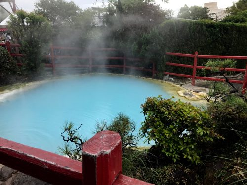 Kamado Jigoku includes boiling mud vents and large pools of water colored orange and an acidic light blue.