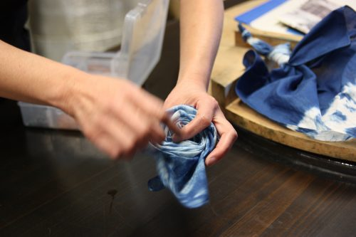 Participating in an indigo dyeing workshop in Mima, Tokushima.
