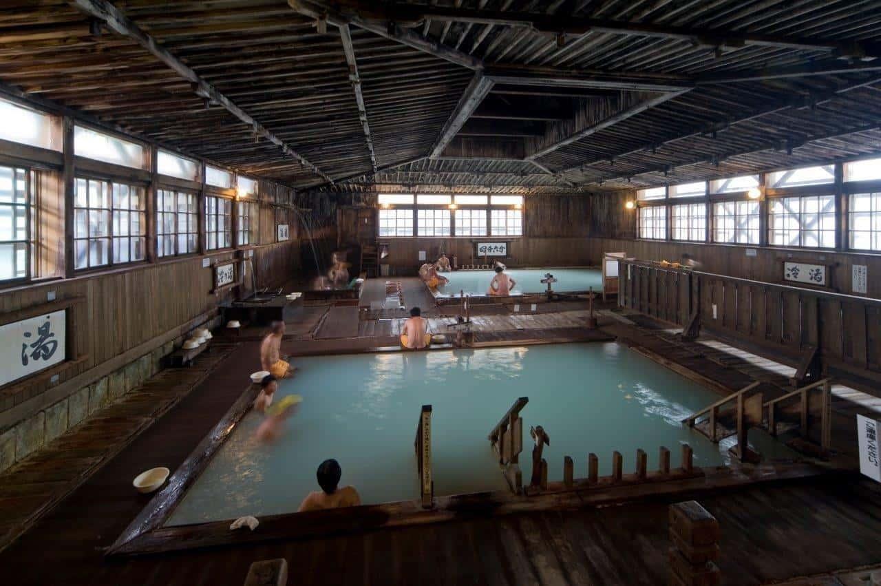 A 1000-person Bath – Visiting the Sukayu Onsen in Aomori