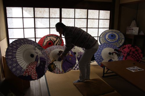A rare umbrella illustrator resides in the Udatsu district of Mima town, Tokushima.