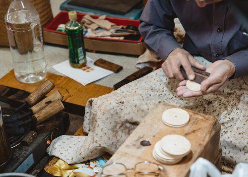 Kabazaiku master making tea container in Kakunodate.