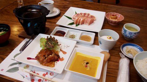 Oyako Steak Gohan meal at Uomatsu in Izumi, Kagoshima.