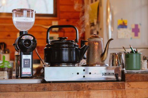Making fresh coffee at Mametake in Oita.
