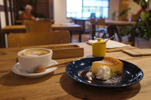 Cafe latte and lemon cheesecake at Matsuyama cafe
