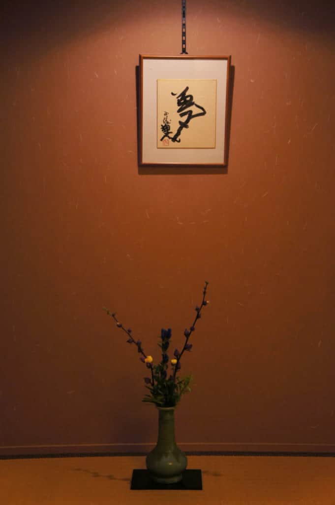 Flower arrangement and calligraphy in the rooom's tokonoma