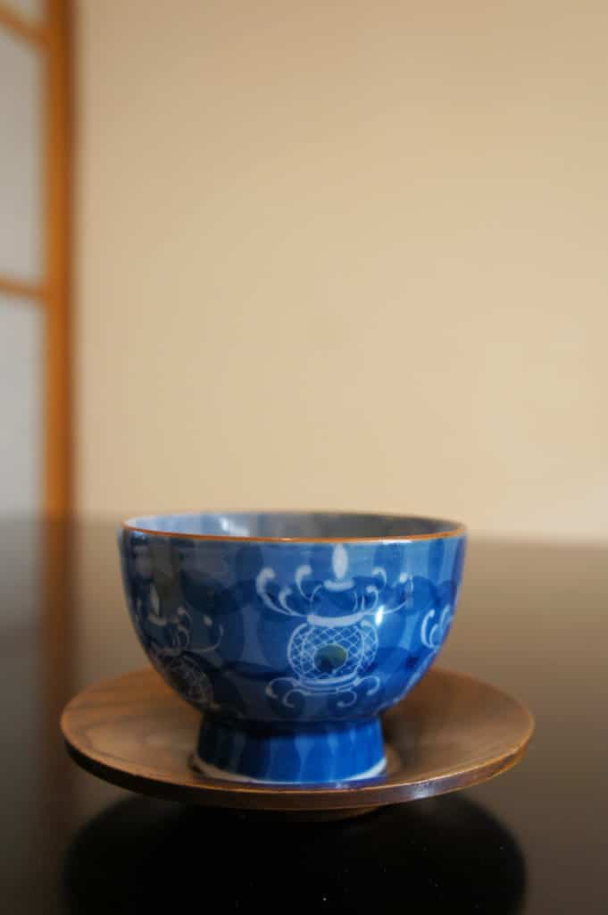 Tea cup decorated with a Yamaga lantern