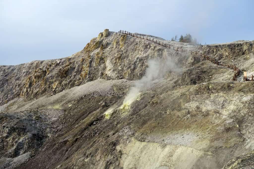 Kawarage jigoku and its sulphur fumes