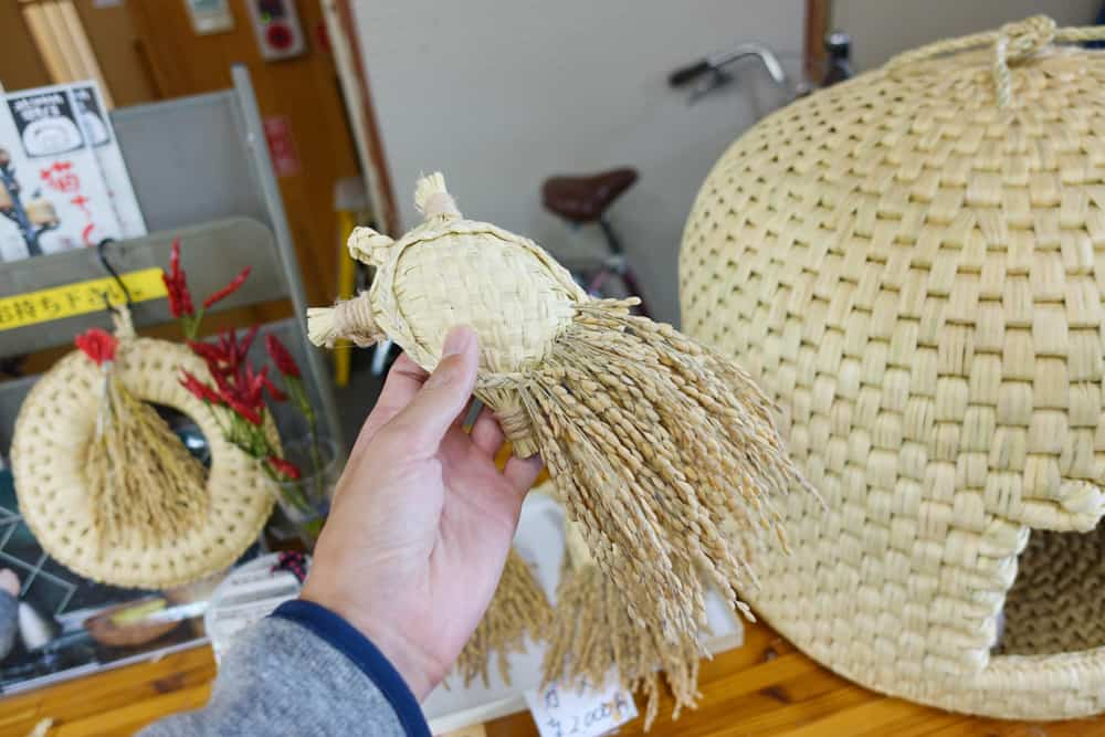 Rice straw crafts in Sekikawa Village.