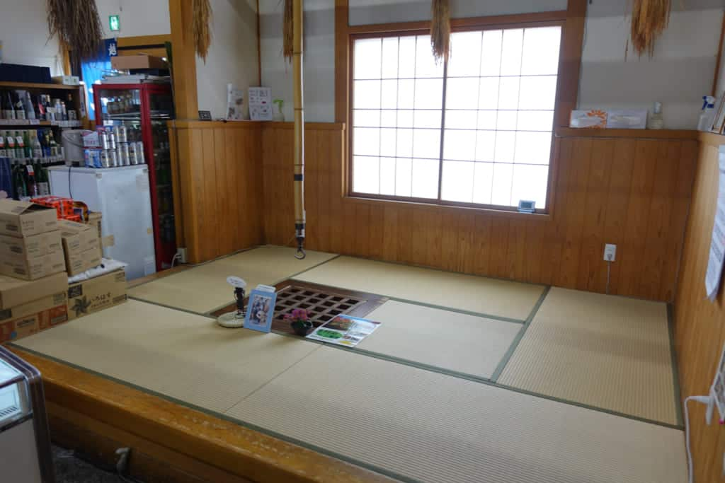 A craft showroom in Sekikawa Village.