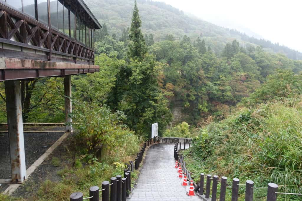 The hiking trail that goes down into the oyasukyo gorges in Akita Prefecture
