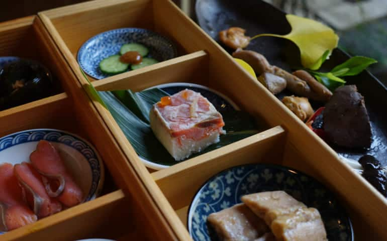 Many types of salmon at Izutsu-ya