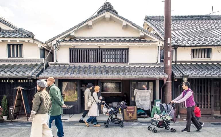 Tourists walking down Fukusumi district of Tamba-Sasayama