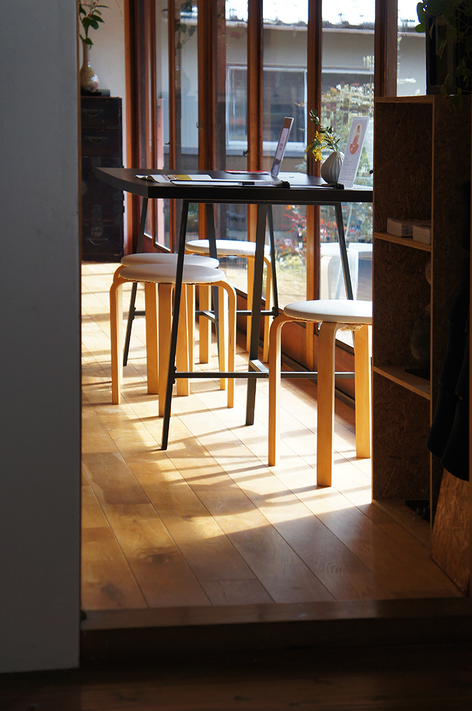 A table under a ray of sunlight in a cafe in Shigaraki