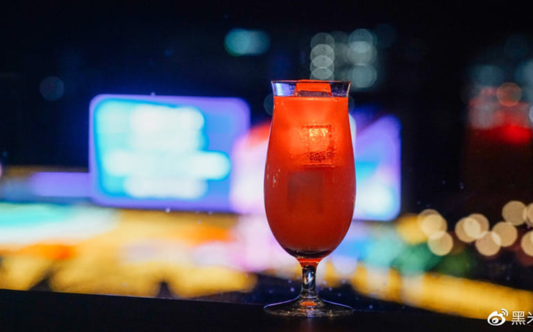 Enjoy cocktails at Diamond Turn Buffet Restaurant