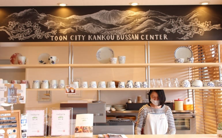 Café inside of the Sakuranoyu Kanko Bussan Center