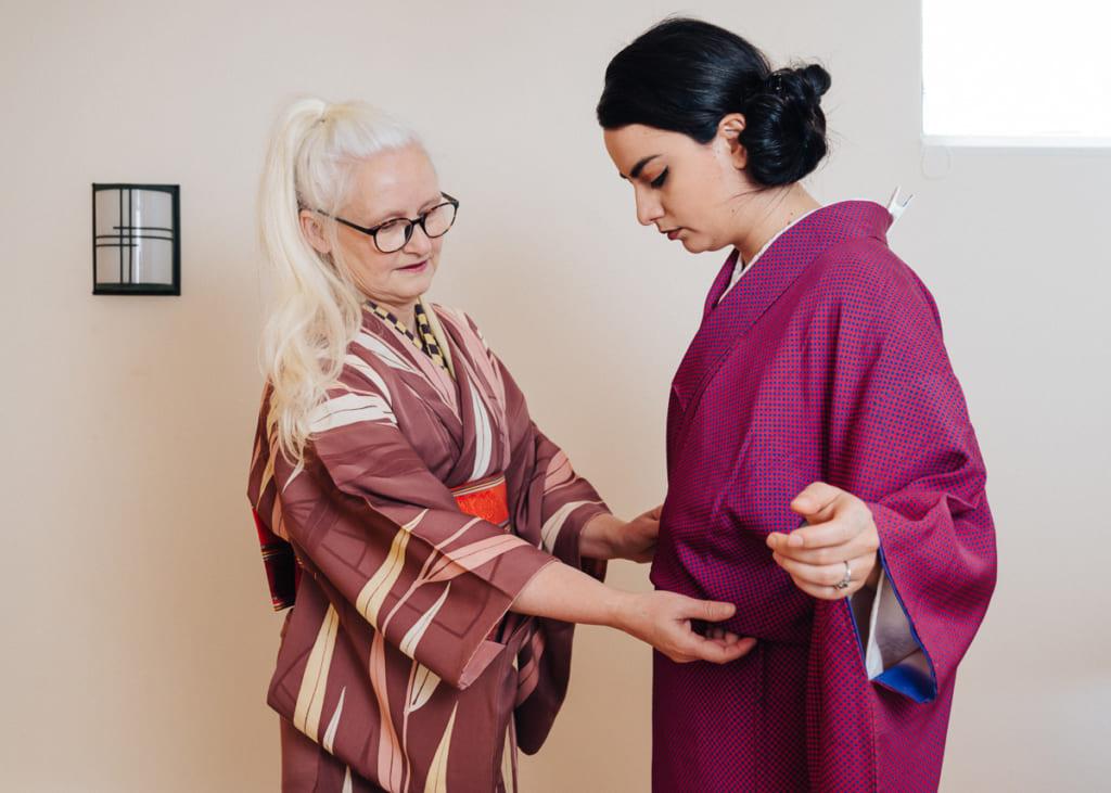 Fold excess kimono material down over koshi-himo