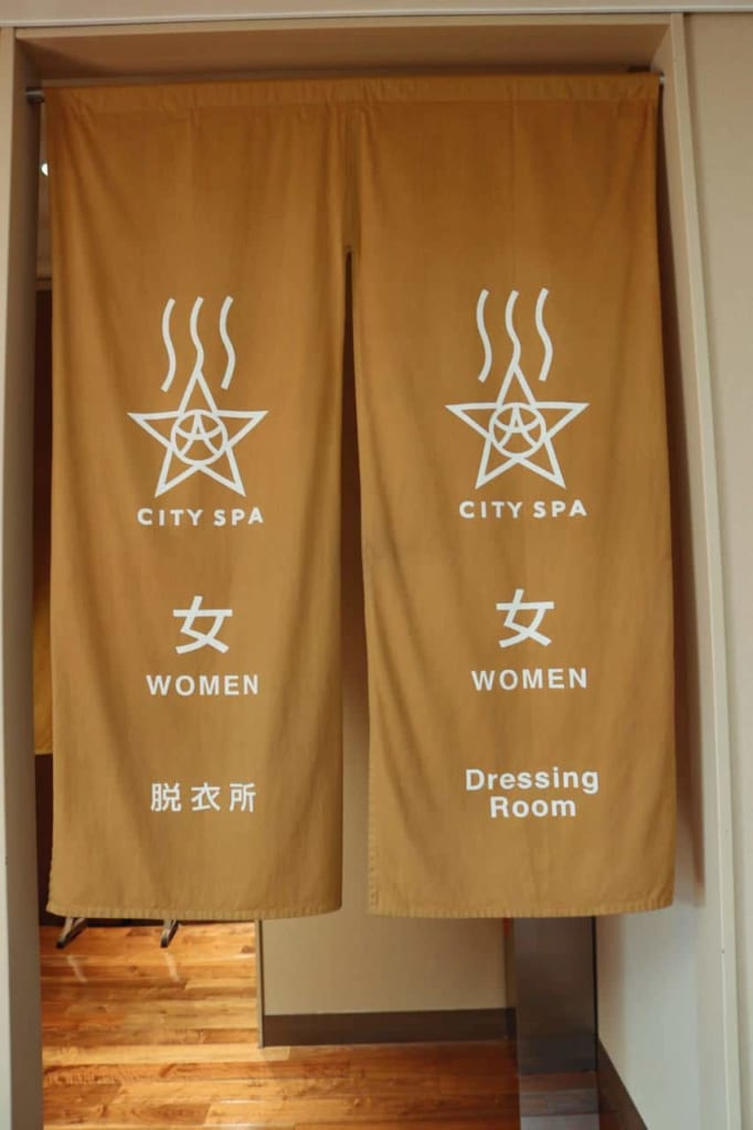 Entrance for women at the City Spa Tenku