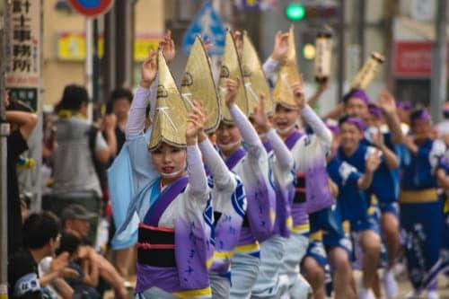 dancers in kimonos