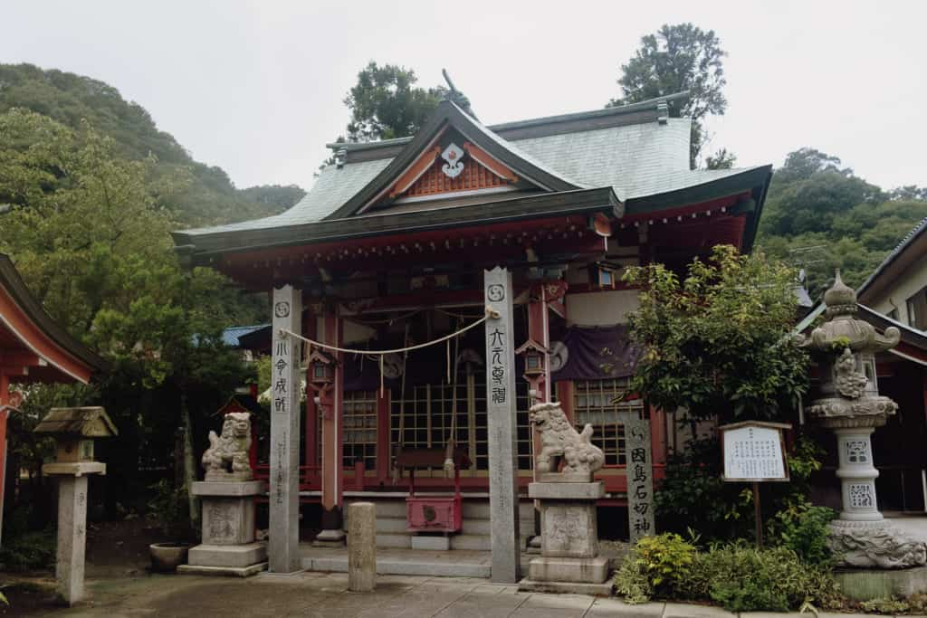 a shrine dedicated to Honinbo Shusaku, on of the greatest Go player of the history