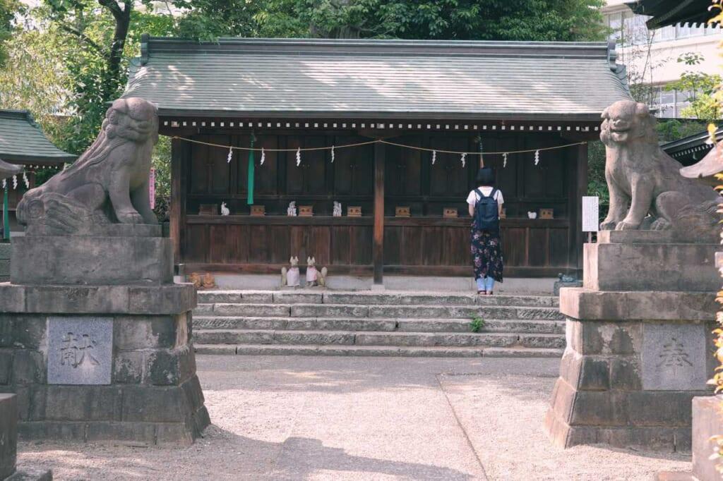 Girl praying at Hachiman shrine