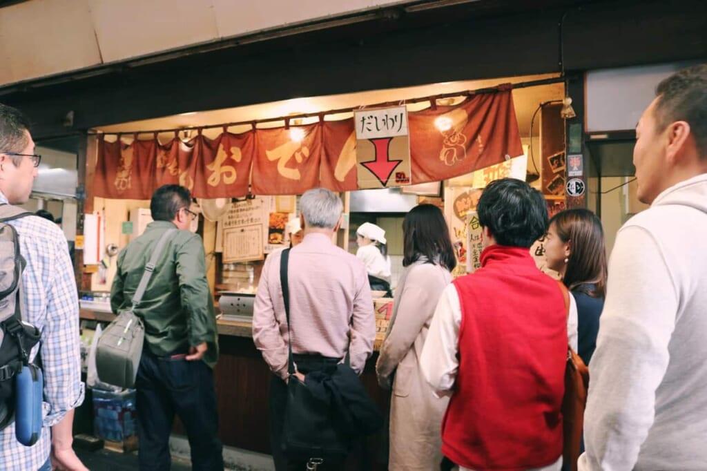 People waiting to eat at Maruken Suisan