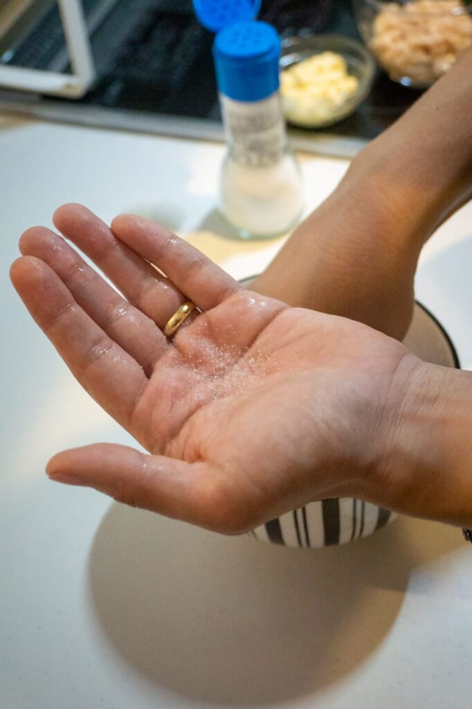 Add salt in one of your palms with your hands wet