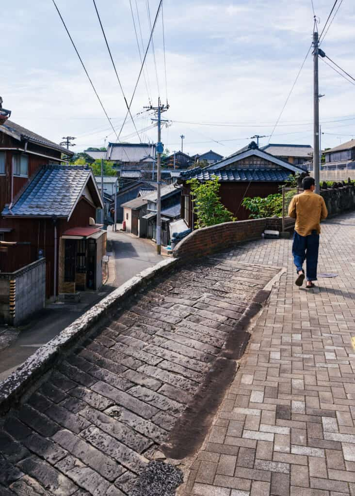 A stroll through the old streets of Ojika town.
