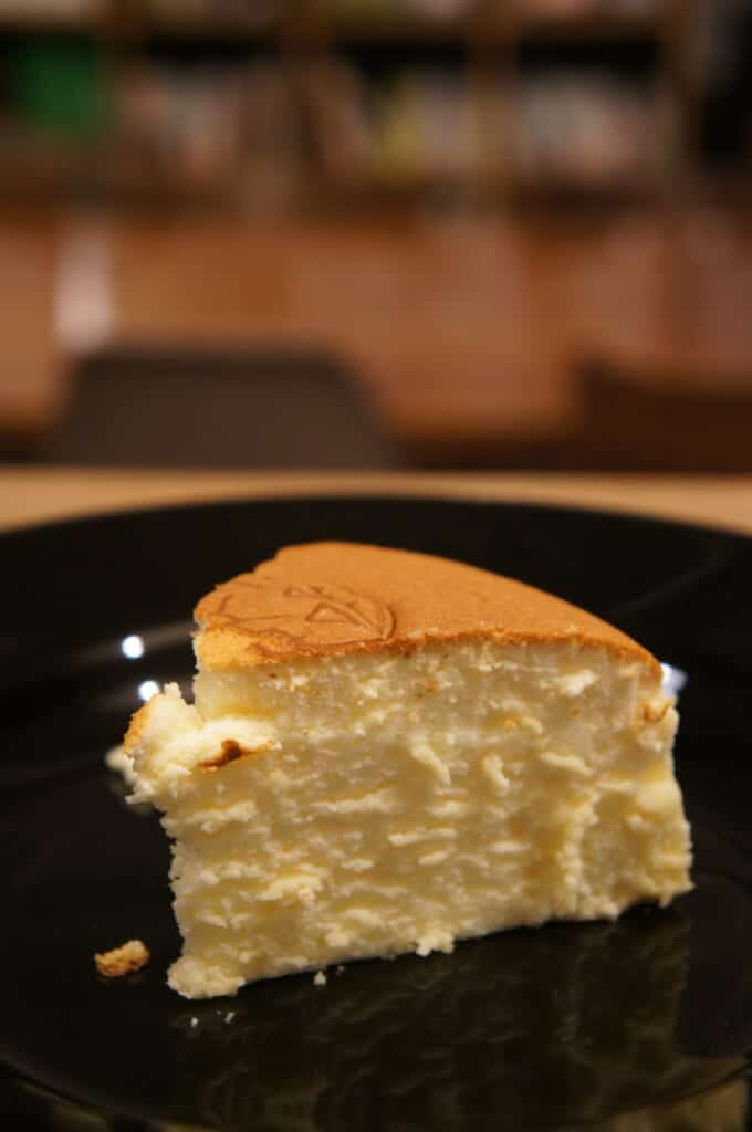 japanese cakes: a piece of cheesecake