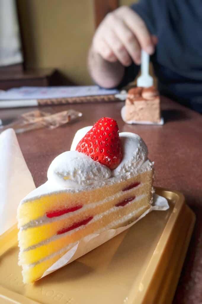 Japanese cake: shortcake with straberries
