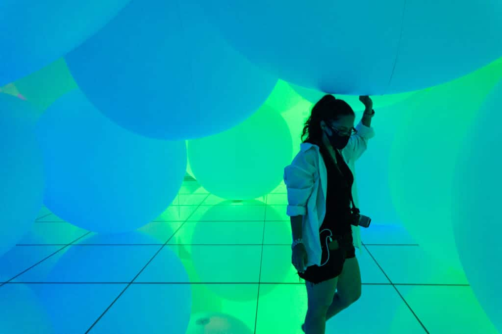 blue spheres of light at teamLab Planets in Tokyo