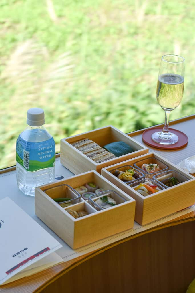 Bento box on Setsugekka Train