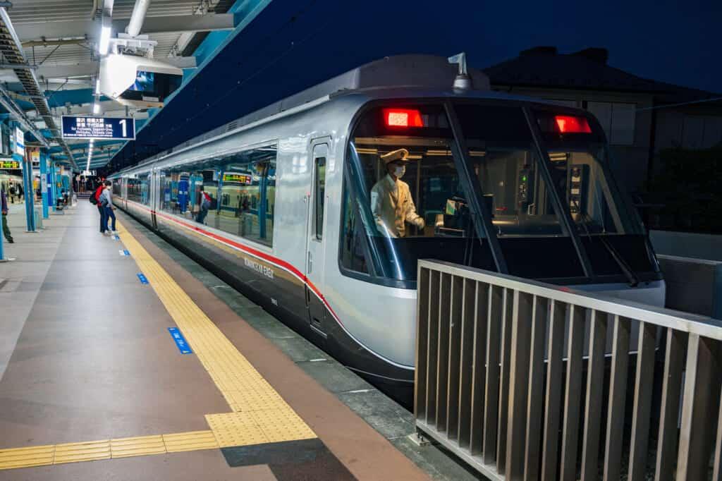 odakyu romance car train from katase-enoshima to shinjuku