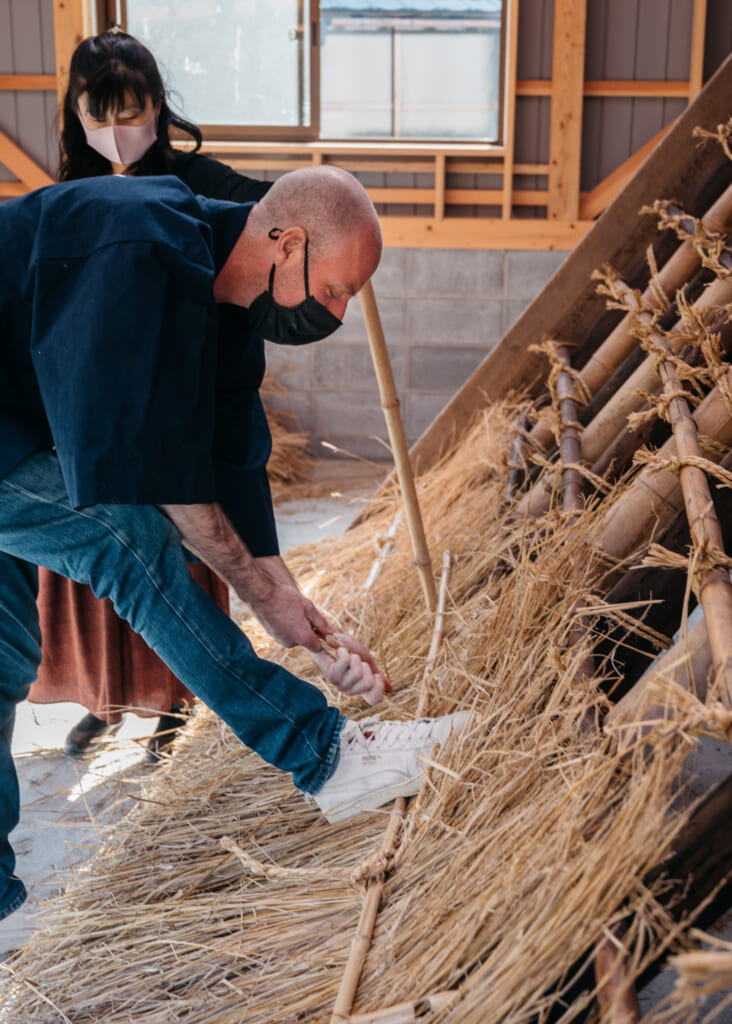 thatched roof house building experience in kayabuki no sato near kyoto