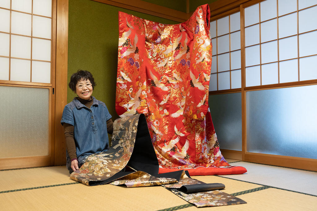 Mrs. Ogura shows an antique kinono