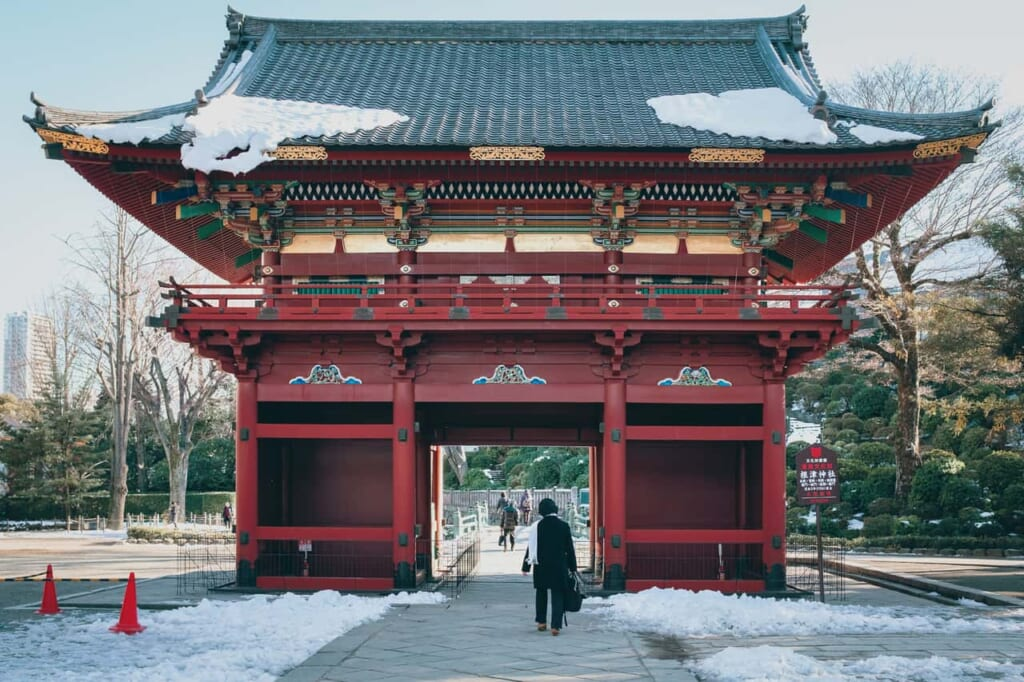 Rōmon traditional gate at the entrance of a temple in Tokyo